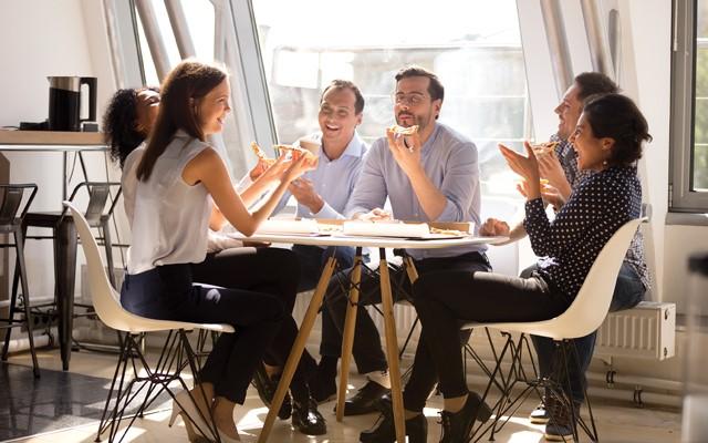 رضایتمندی مشتری - کارمند شاد مشتری شاد ایجاد می کند